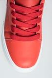 Chaussures de mode avec le shoestring Espadrille et dentelle rouges photographie stock
