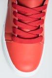 Chaussures de mode avec le shoestring Espadrille et dentelle rouges Image libre de droits