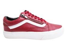 Chaussures de mode avec le shoestring Espadrille et dentelle rouges sur le fond blanc Image libre de droits