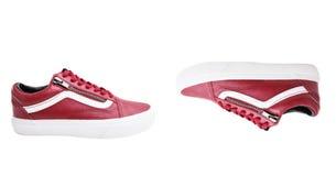 Chaussures de mode avec le shoestring Espadrille et dentelle rouges sur le fond blanc Images stock