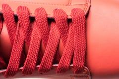 Chaussures de mode avec le shoestring Espadrille rouge Photo libre de droits