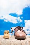 Chaussures de père et d'enfant Images libres de droits