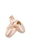 Chaussures de pointe de ballet avec le collier de perle Images stock