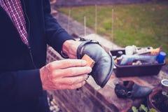 Chaussures de polissage d'homme supérieur Images stock