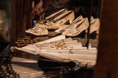 Chaussures de princesse et fan de main Photo stock