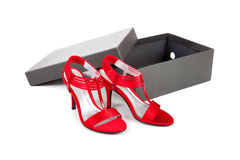 Chaussures de robe sexy et rouges sur un fond blanc Images stock