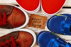 Chaussures de sport en cercle Images libres de droits