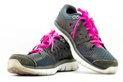 Chaussures de sport fonctionnant sur le fond blanc Image stock