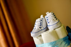 Chaussures de sport pour le bébé garçon Photo stock