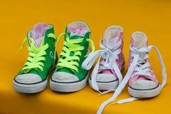 Chaussures de sport sportives d'enfants Photographie stock