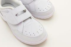 Chaussures de sports d'enfants. Photos libres de droits