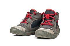 Chaussures de sports d'enfants d'isolement sur le fond blanc Image stock