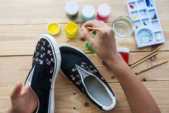Chaussures de toile peintes fabriquées à la main Photos libres de droits