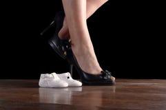 Chaussures des femmes et nouveau-né Image libre de droits