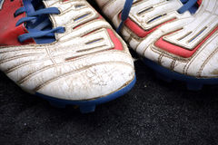 Chaussures du football images stock