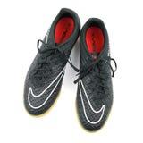 Chaussures du football sur le fond de blanc d'isolat Image stock