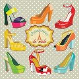 Chaussures du talon haut des femmes colorées de mode. Label dans F Photos libres de droits