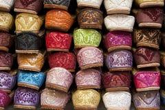 Chaussures empilées colorées Images stock