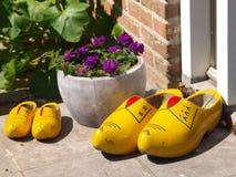 Chaussures en bois traditionnelles Photographie stock