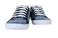 Chaussures en caoutchouc bleus modernes d'isolement sur le blanc Photographie stock libre de droits