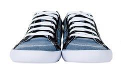 Chaussures en caoutchouc bleus modernes d'isolement sur le blanc Images libres de droits