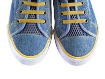 Chaussures en caoutchouc de tissu bleu d'isolement sur le fond blanc Images stock