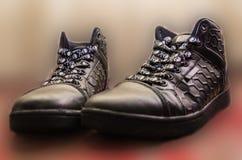 Chaussures en caoutchouc femelles d'isolement sur le blanc Photographie stock