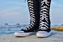 Chaussures en caoutchouc noirs Photo libre de droits