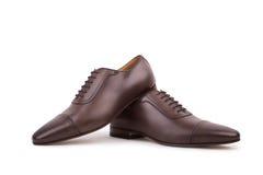 Chaussures en cuir de Brown sur le fond blanc Photographie stock