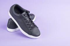 Chaussures en cuir noires causales du ` s de femmes Image libre de droits
