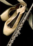 Chaussures et cannelure de pointe de ballet. Image libre de droits