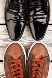 chaussures et chaussures en caoutchouc de Brevet-cuir Photos libres de droits