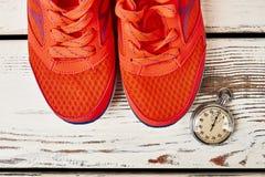 Chaussures et chronomètre de sport Image stock