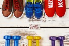 Chaussures et haltères de sport Images libres de droits