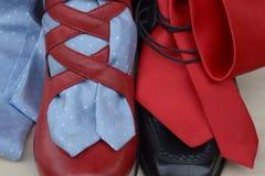 Chaussures et liens Images stock
