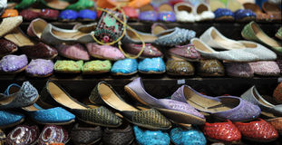 Chaussures femelles arabes image stock