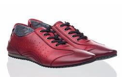 Chaussures femelles rouges au-dessus de blanc Photos stock
