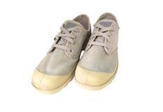Chaussures grises de vintage d'isolement sur le fond blanc Image libre de droits