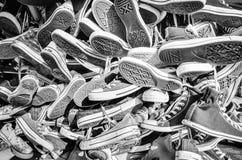 Chaussures inverses d'All Star en noir et blanc Images stock