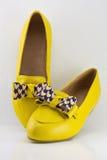 Chaussures jaunes de dame Image libre de droits