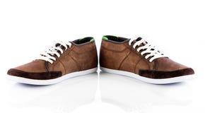 Chaussures mâles au-dessus de blanc Photos stock