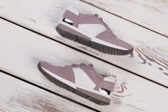 Chaussures modernes de sport du ` s de femmes Photos libres de droits