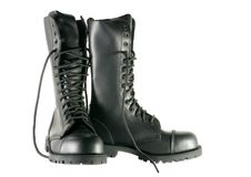Chaussures noires d'armée Photos stock