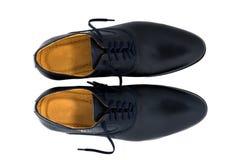 Chaussures noires d'hommes de cuir verni d'isolement sur le blanc Image libre de droits