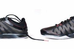 Chaussures noires d'isolement sur le fond blanc Images stock