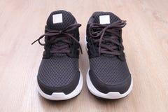 Chaussures noires de sport Photos stock
