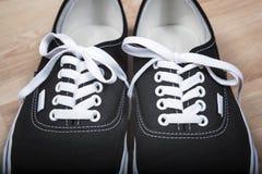 Chaussures noires de sports Photographie stock