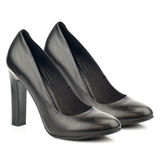Chaussures noires de talon haut d'isolement sur le fond blanc Image libre de droits