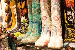 Chaussures orientales au bazar grand à Istanbul, Turquie Image libre de droits