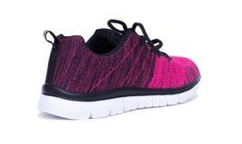 Chaussures roses et noires de femme de sport d'isolement sur le fond blanc Photographie stock